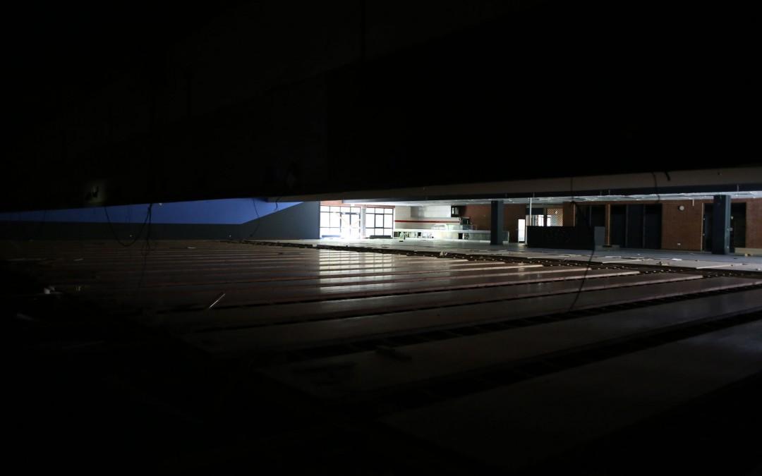Verlassen, verstaubt und voller Spinnenweben: die alte Bowlingbahn. (Foto: Christoph Eiben)