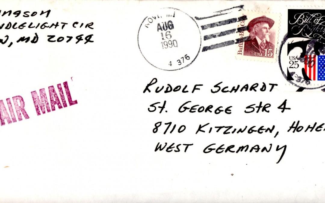 Von alten Bekanntschaften aus der Zeit der Amerikaner in Kitzingen erhält Schardt ab und zu noch immer Post. (Foto: Thomas Feiler)