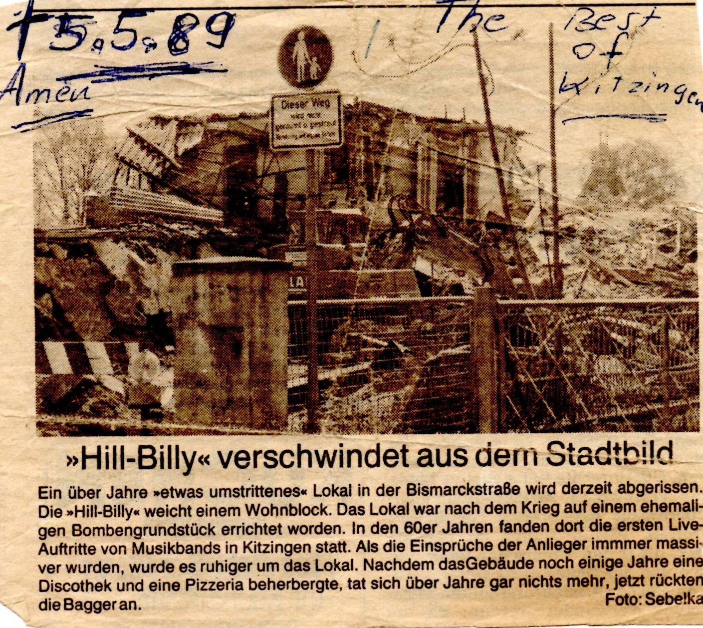 Gedenkstein aus Papier: In Traudls Fotoalbum findet sich auch dieser alte Zeitungsausschnitt über den Abriss der ehemaligen Hill-Billy Bar. (Foto: Sebelka/Kitzinger Zeitung)
