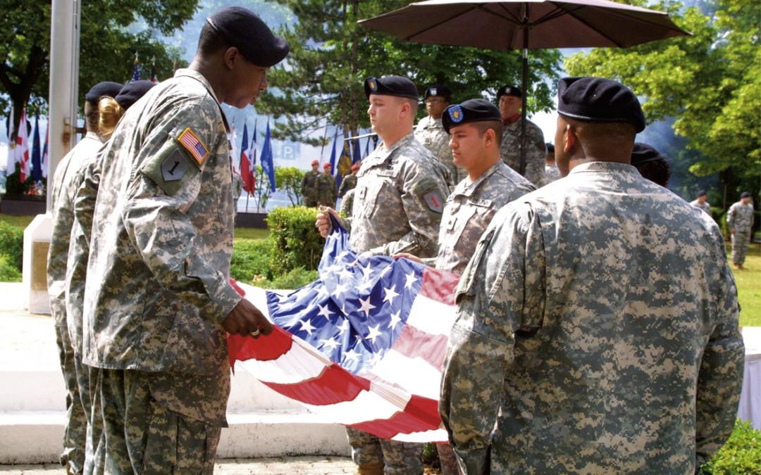 2006 zogen die Amerikaner ab. Die Abschiedszeremonie fand auf dem Harvey Barracks in Kitzingen statt (Foto: Sebelka/Main-Post).