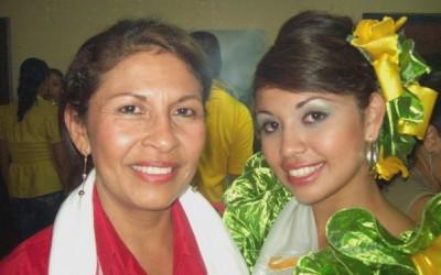 Lorena mit ihrer Mutter
